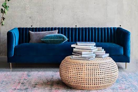 Sofá em veludo azul