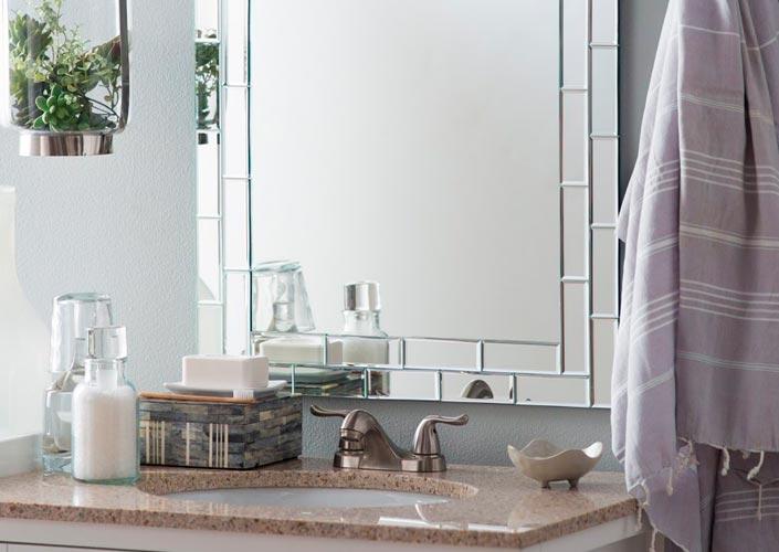 Banheiro decorado com pia de granito