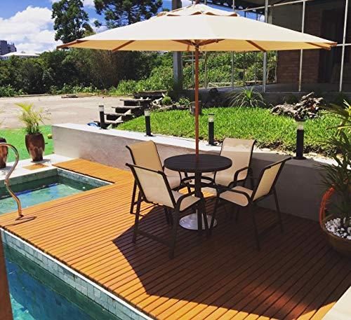 Mesa com 4 cadeiras e guarda-sol ombrelone para piscina